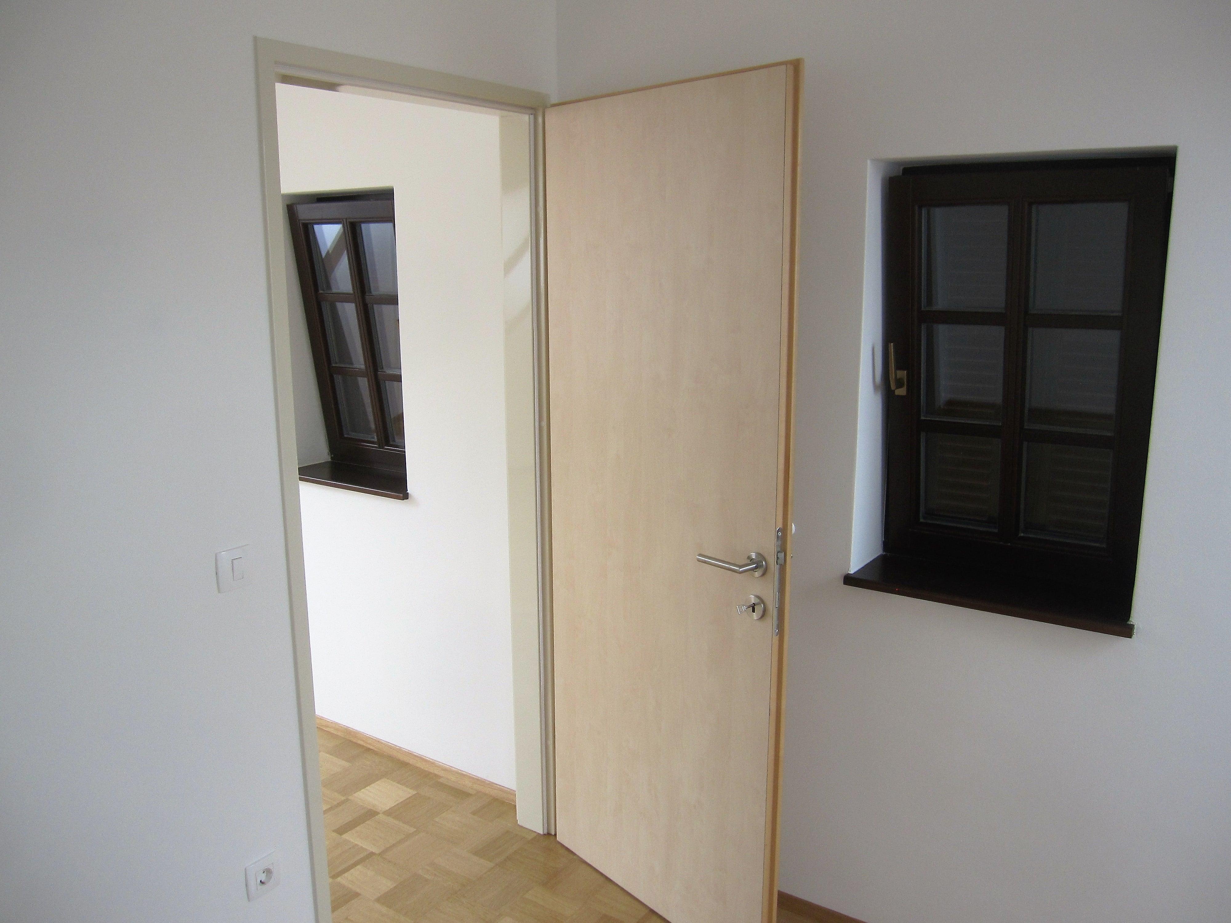Notranja vrata na kovinskem podboju Jefačnikova domačija