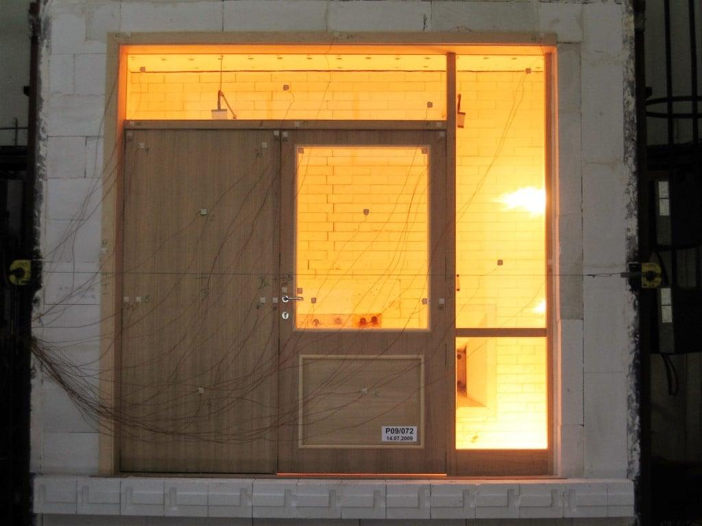 Požarna vrata - test na lesenem podboju